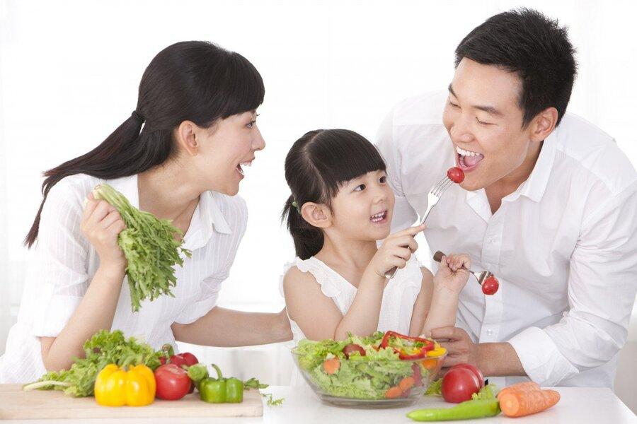 Ăn nhiều rau củ có chứa chất xơ sẽ giúp hệ tiêu hóa được tốt hơn và giảm cân hiệu quả hơn