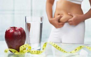 Uống nước lọc sẽ giúp bạn thanh lọc cơ thể và đào thải mỡ thừa