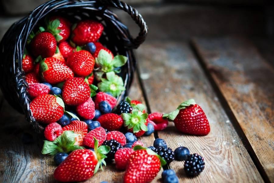Tiếp theo trong danh sách các loại trái cây nên ăn để giảm cân chính là quả mọng